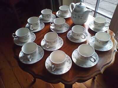 £18 • Buy Royal Doulton 'Strawberry Fayre' 12 X Cups & Saucers + Teapot