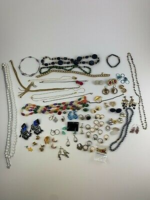 $ CDN5.07 • Buy Vintage Estate Costume Jewelry 1.5lbs Lot Necklaces, Earrings Rings Bracelets
