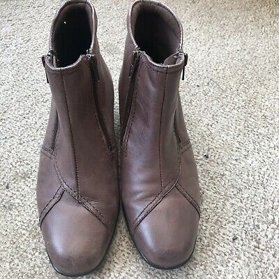 Women's Pavers Brown Boots Size 5 • 9.99£