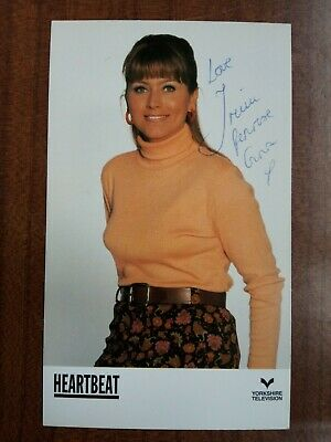 £22.99 • Buy TRICIA PENROSE *Gina Ward* HEARTBEAT HAND SIGNED CAST CARD AUTOGRAPH FREE POST