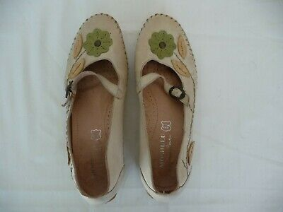 £4.99 • Buy Moshulu Shoes Pretty Flower Design Lightly Used Size 5