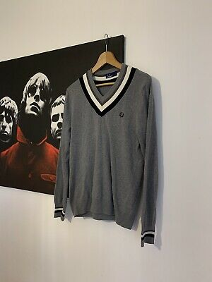 £30 • Buy Fred Perry - Grey  - V-neck Pullover - Made In Italy - Size 36' (Small)
