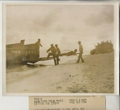 £15.24 • Buy 1944 Press Photo - Casualty Of Kwajalein Atoll Marine Invaders To Landing Craft