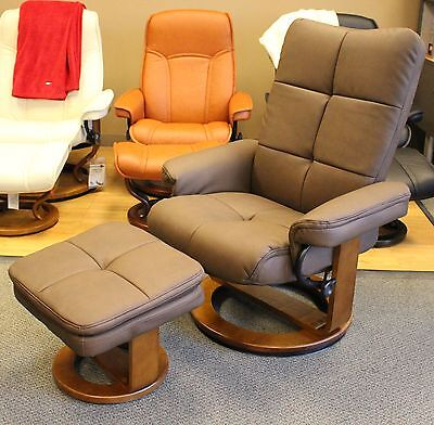 $699 • Buy NEW Comfort Chair 804-24-103 Chocolate NuBuck Leather Chair Recliner Mac Motion