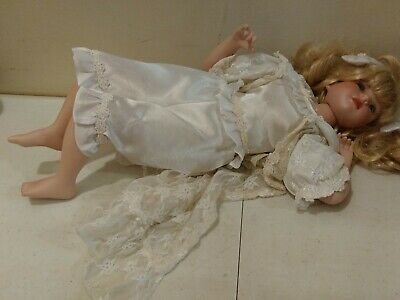 $ CDN24.26 • Buy Pretty Porcelain Doll Reclining Position 14  Long Blonde With Blue Eyes