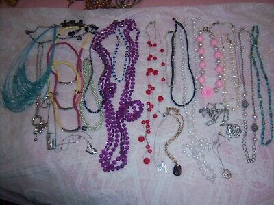 $ CDN82.84 • Buy Big Lot Of Assorted Jewelry, Bracelets, Necklaces, Earrings, Key Rings, Pendants
