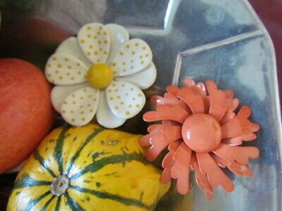$ CDN24.99 • Buy Vintage LOT Retro Enameled Floral Daisy Pin Brooches Peach White Yellow Wearable
