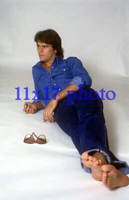 $14.50 • Buy #483,RICHARD DEAN ANDERSON,BAREFOOT,BAREFEET,macgyver,11X17 POSTER SIZE PHOTO