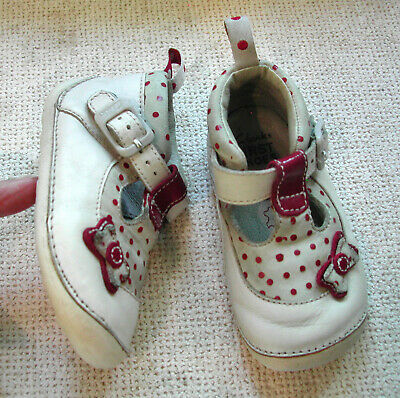 Clarks Girls Cruiser Shoes Ivory Leather + Red Spots Buckle Up UK 3.5 H 19 XW • 13.99£