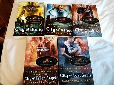 Mortal Instruments Books 1-5 Very Good Condition • 11£