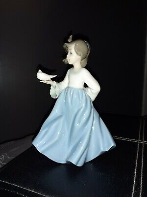 Nao By Lladro Girl Holding A Dove • 24.50£
