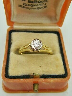 A Vintage Fully Hallmarked 18ct Gold Diamond Solitaire Ring. • 33£