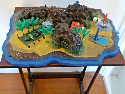 Vintage Tracy Island Thunderbirds  Playset Diorama • 37.99£