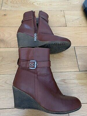 Ladies Short Boots In Burgundy Size 37 With Wedge Heel • 5£