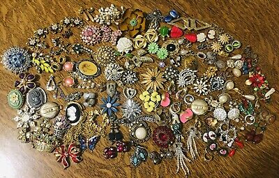 $ CDN324.39 • Buy Huge Estate 3 1/2 Lbs Brooches Earrings Sets Lot Vintage Mod Signed Unsigned