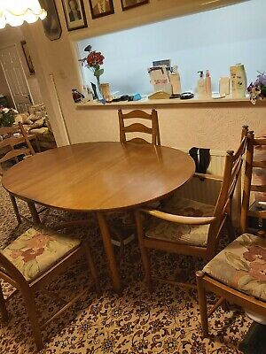 Ercol Extendable Dining Table And 6 Chairs • 61£