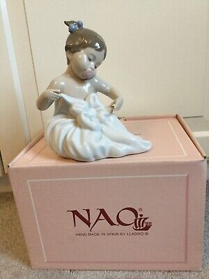 Nao Baby Girl Figure Wrapped In A Blanket • 6.15£