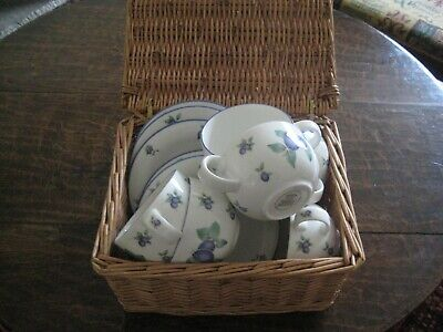 Royal Doulton Blueberry 6 Cups And 6 Saucers • 25£