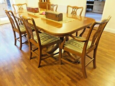 Extending DINING ROOM Table And SIX Chairs • 200£