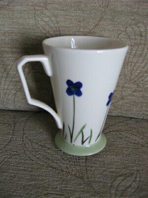 Sampson Bridgwood Cup- Fine Bone China • 4£