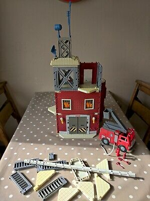 Imaginext Firestation And Fire Engine With Accessories • 10£