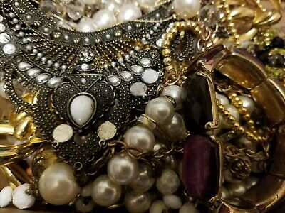 $ CDN10.55 • Buy Vintage Mod Estate Jewelry Lot: Rhinestone Mixed Assorted Small Box Filled 2+LBS