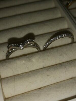 2 X Ladies Fashionable Thin Bow And Band Rings - Size R/S • 2.60£