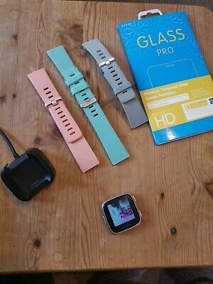 $ CDN86.43 • Buy Fitbit Versa Great Condition Fittness Tracker Extra Straps 1st Edition