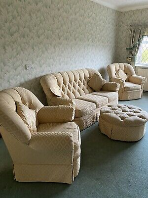 Three Piece Suite 3seater Settee And 2 Armchairs • 50£
