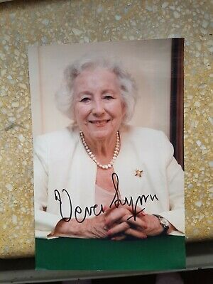 £10 • Buy Dame Vera Lynn 'Forces Sweetheart', Hand Signed 6  X 4  Photo.