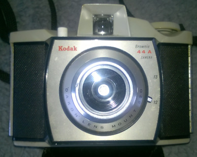 $ CDN13.62 • Buy Vintage Kodak  Camera  Brownie  44 A - With Long Carry Strap