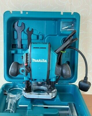 £120 • Buy Makita RP0900X 230V 1/4  Plunge Router W/ Straight Guide & Router Bits In Kitbox