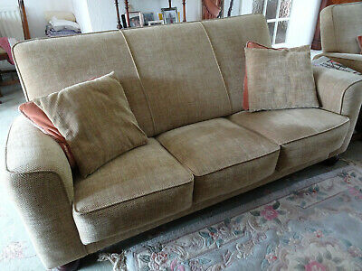 £200 • Buy 3 Piece Suite With 3 Seater Settee