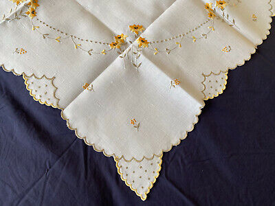£2.99 • Buy Very Pretty Vintage Floral Embroidered Cream Irish Linen Small Square Tablecloth