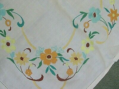 £3 • Buy Pretty Vintage Hand Embroidered  Linen Tablecloth