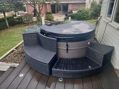 £1000 • Buy Canadian Spa Rio Grande V2 WithPortable Control Unit V2 And Surround Furniture