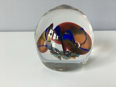 £3 • Buy Very Pretty Glass Paperweight With 3 Trumpet Like Flowers With Bubble Centres
