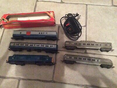 £25 • Buy Hornby Bundle With 2 Triang Coaches Main Locomotive Wheels Seized So Untested