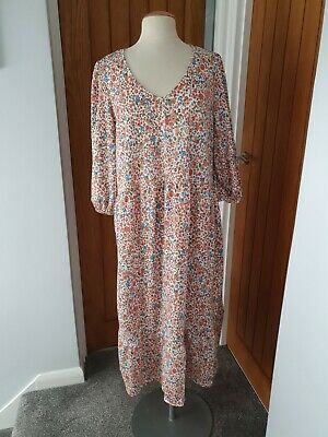 AU12.23 • Buy Size 20 Midi Floral Patterned Dress From Primark