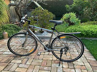 AU700 • Buy Specialized Sirrus Sports Road Bike $700 In Perfect Condition