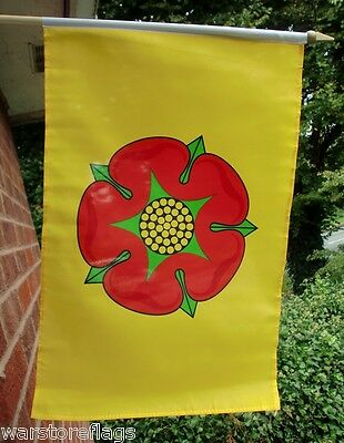 LANCASHIRE ROSE LARGE HANDWAVING FLAG 18  X 12  With 24  Wooden Pole Flags • 8£
