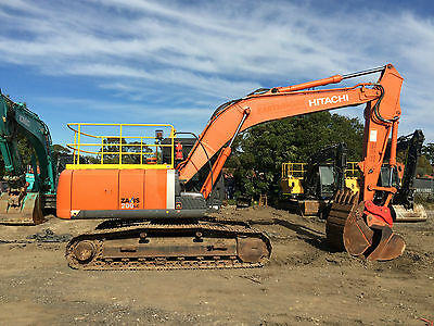 AU165000 • Buy 2014 Hitachi Zx200lc-3 20 Tonne Excavator With  3 Buckets And Ripper