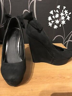 £10 • Buy Miss Selfridge Black Faux Suede High Wedge Bow Detail Size 4