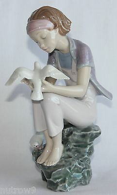 Lladro  Playing With Doves  #8536 Figurine ~ Girl With Doves ~ Mint W/box ~ • 208.81£