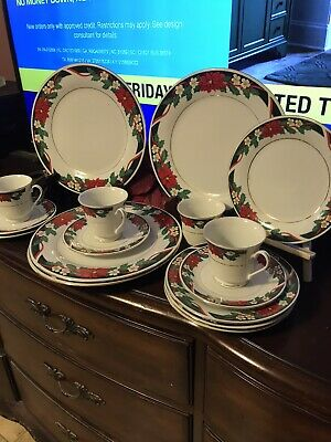 $4.99 • Buy Used 2 Pc Christmas Deck The Halls Tienshan Poinsettia Dinner Plates 10.5