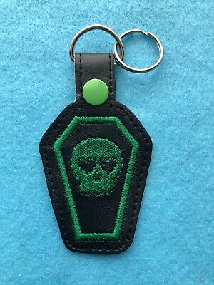 Green Skull Coffin Heart Goth Keyring • 4£