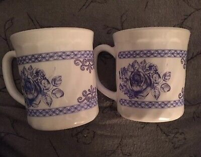 ARCOPAL FRANCE HONORINE Blue And White Floral Roses Coffee Cup Mugs • 9.99$