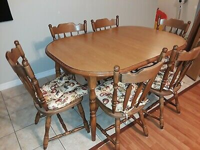 Solid Oak Dining Table Set And 6 Chairs. LOCAL PICKUP ONLY • 200$