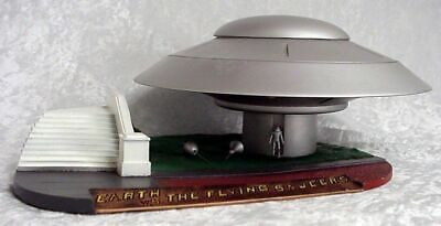 Earth Vs The Flying Saucer Deluxe Spaceship Kit 101MM01 • 99.27£