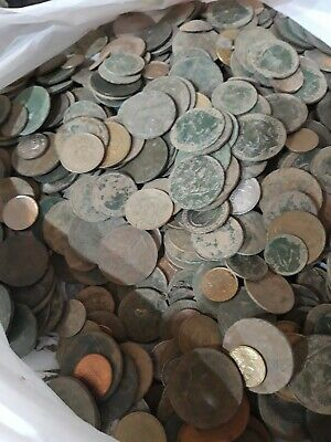 Over 200 Assorted Coins British & Foreign • 1.20£